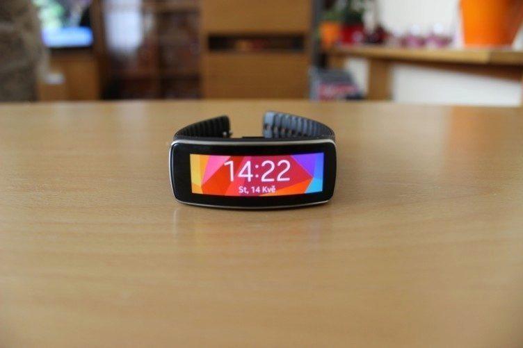 Samsung Gear Fit recenze - hlavní obrazovka