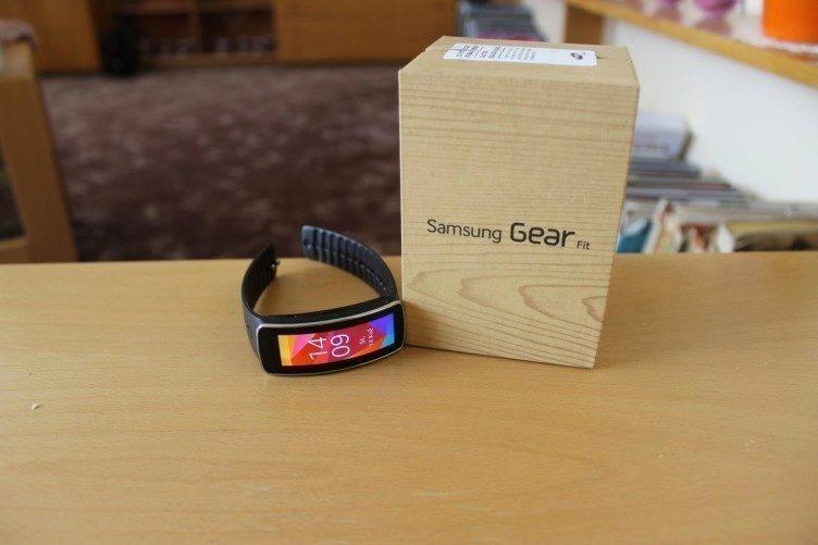 Samsung Gear Fit recenze - krabička