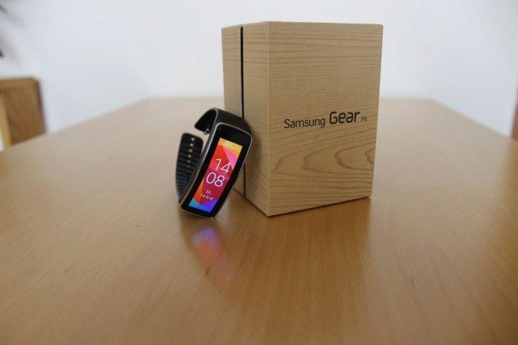 Samsung Gear Fit recenze - náramek