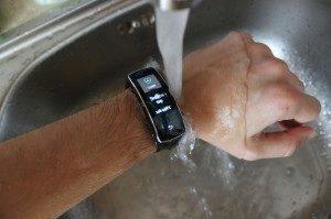 Samsung Gear Fit recenze - umyvadlo