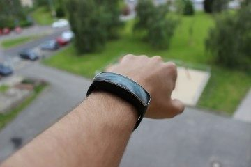 Samsung Gear Fit recenze - venku