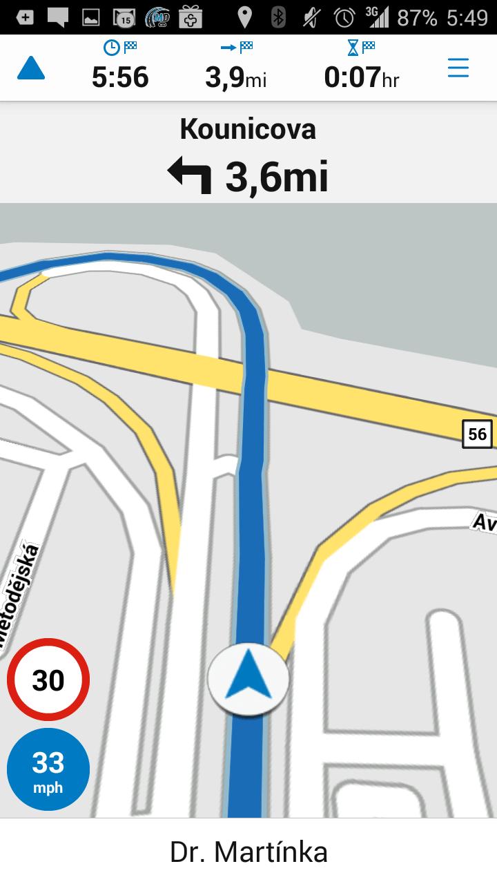 Hlavní obrazovka aplikace Garmin Viago během navigace
