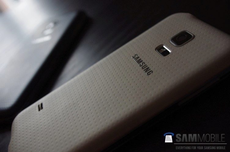 Údajný snímek telefonu Samsung Galaxy S5 Mini