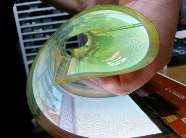 LG vyvinulo 18palcový displej, který lze srolovat do ruličky