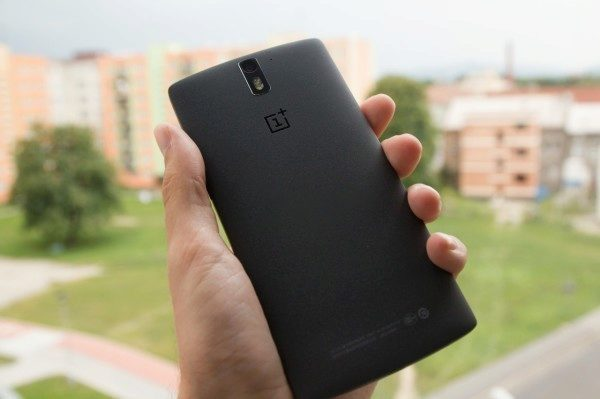 OnePlus One černý záda