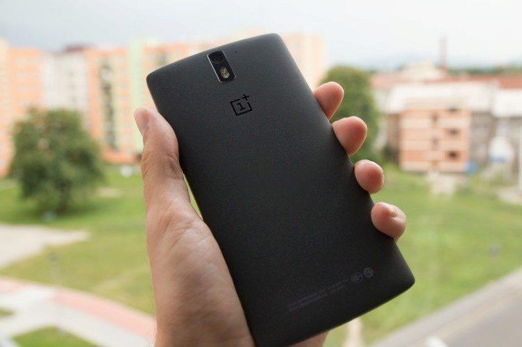 OnePlus Two černý záda