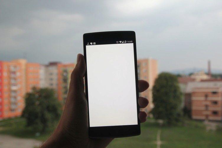 OnePlus One nažloutlý displej