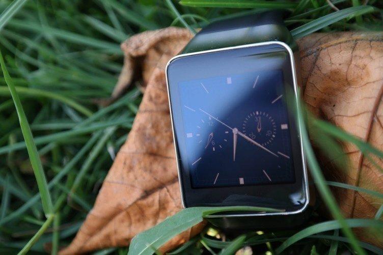 Srovnání Samsung Gear Live