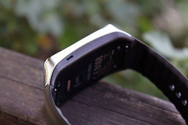 Samsung Gear Live levá strana