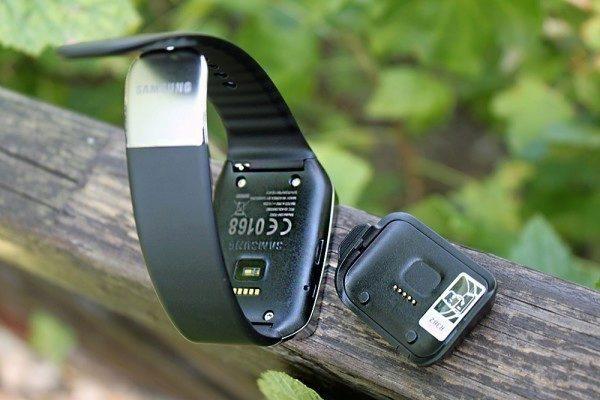 Samsung Gear Live nabíjecí kolébka 1