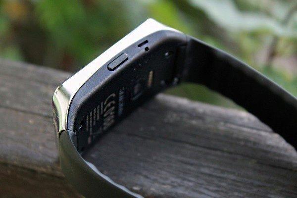 Samsung Gear Live pravá strana