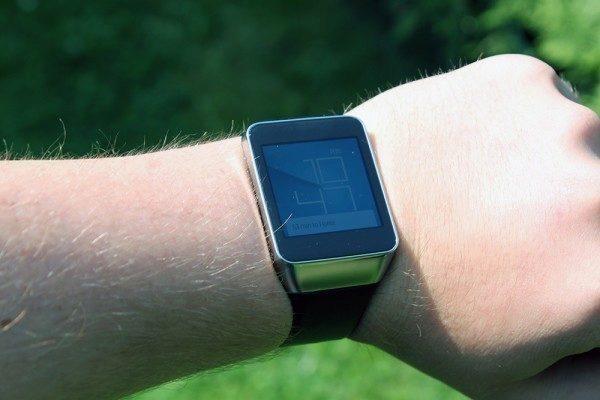 Samsung Gear Live viditelnost na slunci maximální jas 1