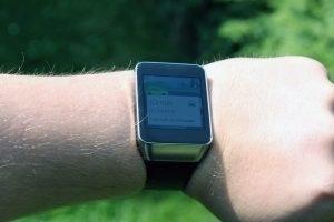 Samsung Gear Live viditelnost na slunci maximální jas 2