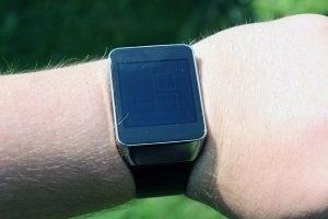 Samsung Gear Live viditelnost na slunci minimální jas