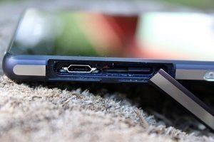 Sony Xperia Z2 levý bok 3
