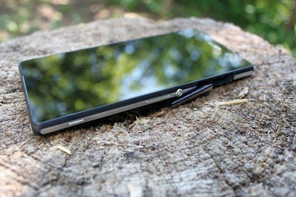 Sony Xperia Z2 pravý bok 1