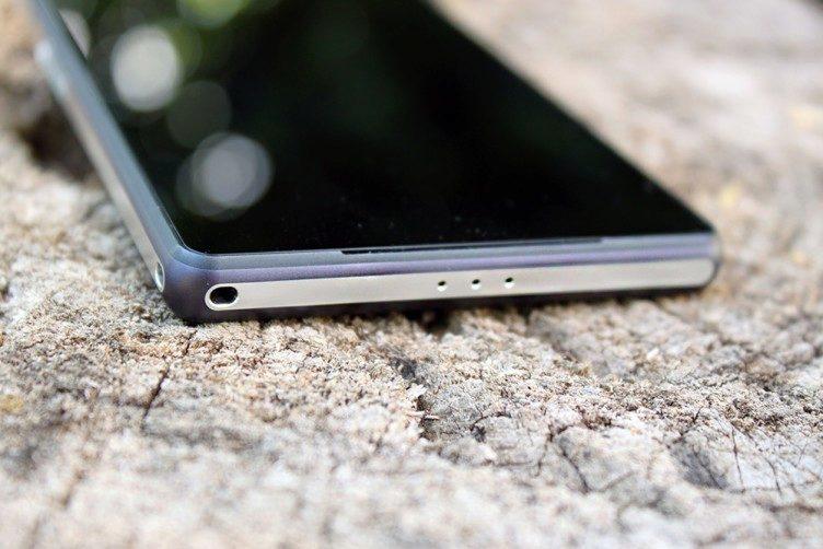 Sony Xperia Z2 spodní strana