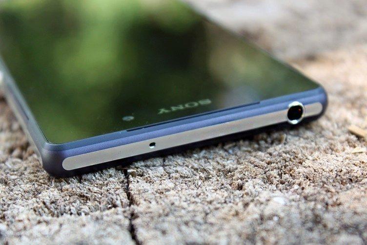 Sony Xperia Z2 vrchní strana