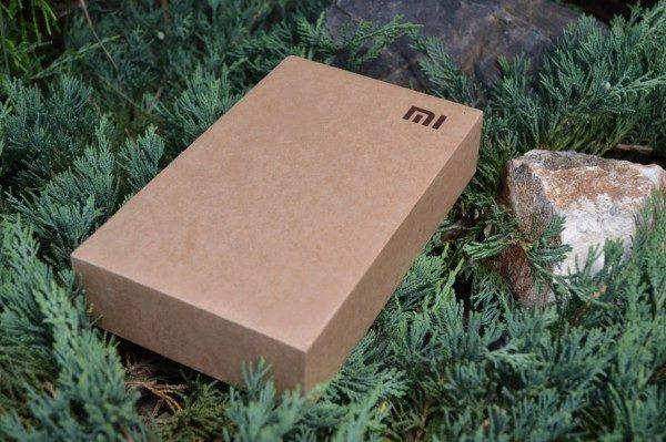 Tvrdá krabička bez zdobení - to je styl balení od Xiaomi