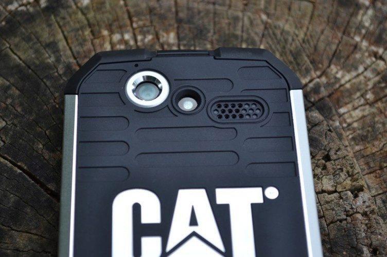Objektiv zadního fotoaparátu a LED dioda