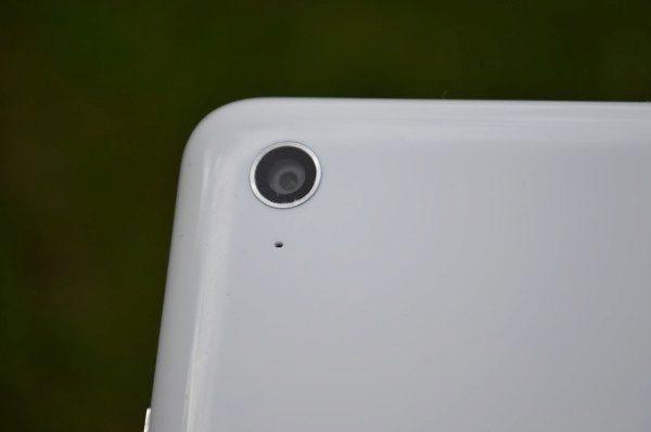 8MPx fotoaparát na zadní straně