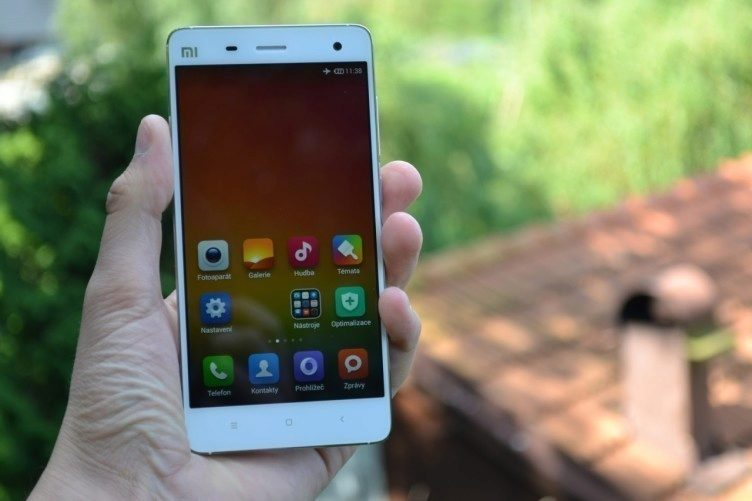 Xiaomi Mi4 bílá barva
