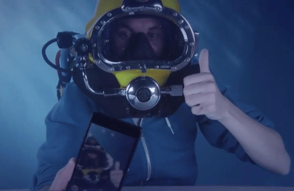 Sony Xperia Z3 underwater unboxing