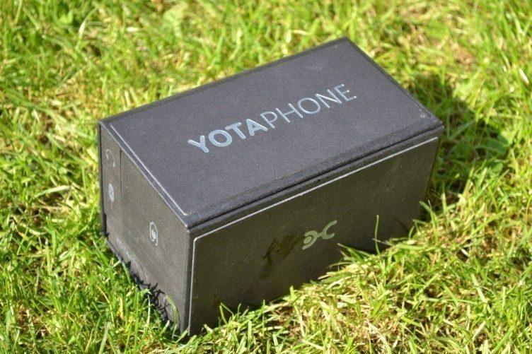 Sympatická krabička, ve které nám YotaPhone dorazil