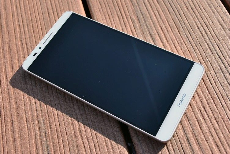 Huawei Ascend Mate 7 přední strana