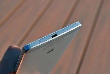 Huawei Ascend Mate 7 spodní strana