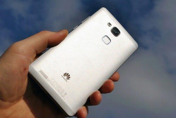 Huawei Ascend Mate 7 zadní strana