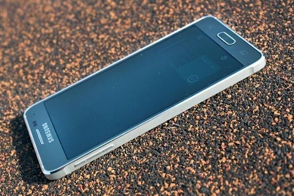 Samsung Galaxy Alpha kovový rámeček