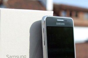 Samsung Galaxy Alpha levá strana 2