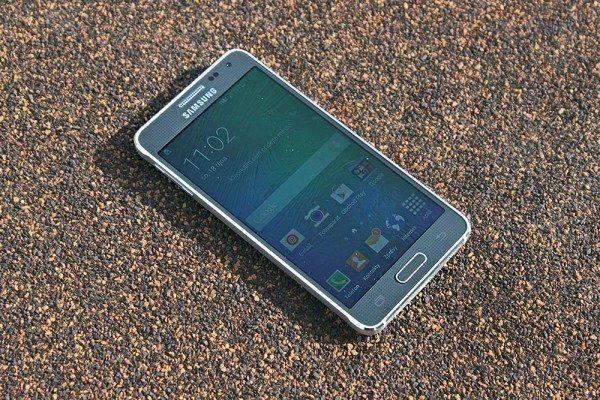 Samsung Galaxy Alpha přední strana 1