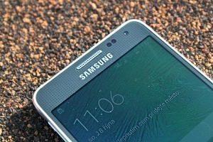 Samsung Galaxy Alpha přední strana 2