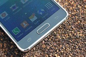 Samsung Galaxy Alpha přední strana 3