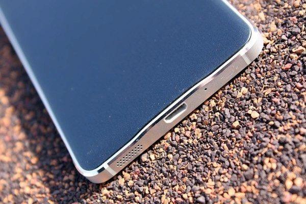 Samsung Galaxy Alpha spodní strana