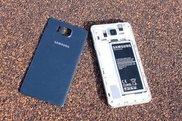 Samsung Galaxy Alpha uvnitř 1