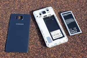 Samsung Galaxy Alpha uvnitř 2