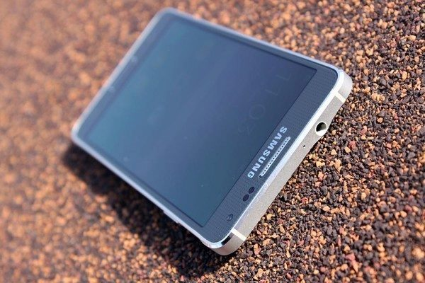 Samsung Galaxy Alpha vrchní strana