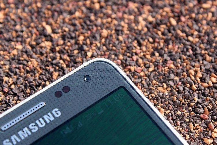 Samsung Galaxy Alpha vystouplé hrany