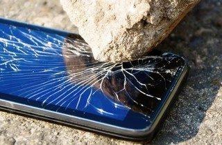 17953-broken-smartphone