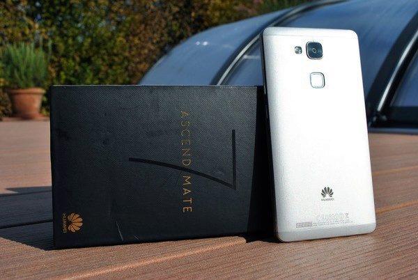 Huawei Ascend Mate 7 pohled na telefon 2
