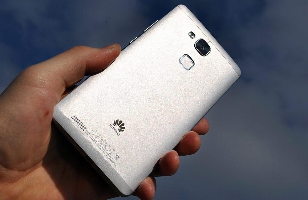 Huawei Ascend Mate 7 pohled na telefon