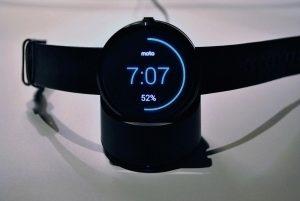 Motorola Moto 360 nabíjecí kolébka 1