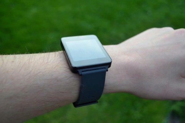 LG G Watch sedí na ruce poměrně dobře