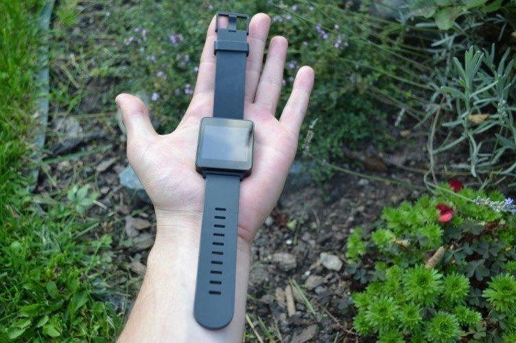 Silikonový pásek je pohodlný, ale občas se ruka zapotila
