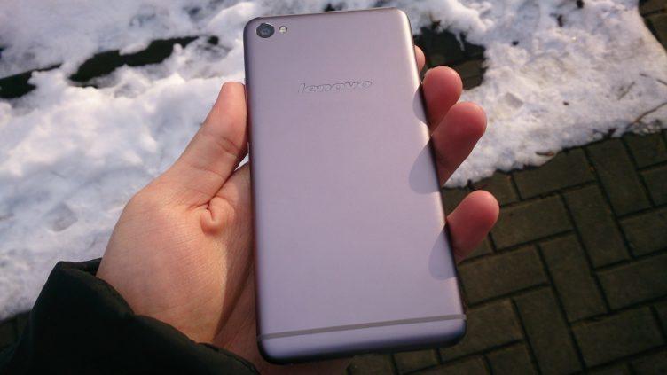 Lenovo S90 - záda telefonu
