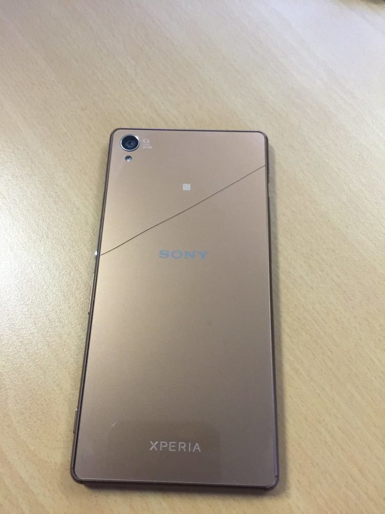 SOny Xperia Z3 broken glass