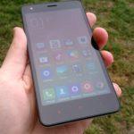 Xiaomi Redmi 2 – přední strana, displej